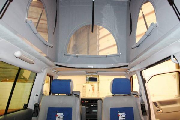 Techo elevable SCA 112 instalado en una Volkswagen T4 Multivan